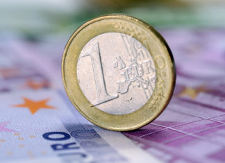 GBP/EUR exchange rates range bound at the start of the trading week