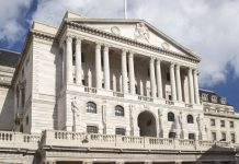 Pound to Euro Falls Despite BoE Distancing From Negative Interest Rates