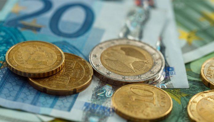 Sterling vs Euro Rises as UK Job Market Outperforms
