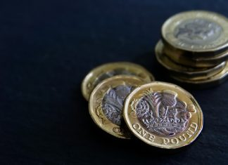 Sterling Declines Ahead of EU-UK Trade Negotiations